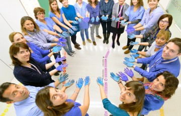 La Unidad de diabetes del Hospital Sant Joan de Déu forma un círculo azul en motivo del Día Mundial de la Diabetes 2015
