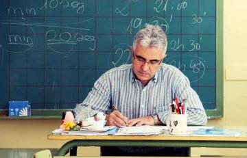 Professor corregint examens a l'aula - Juan Carlos Mejía - Flickr - CC BY-NC 2.0