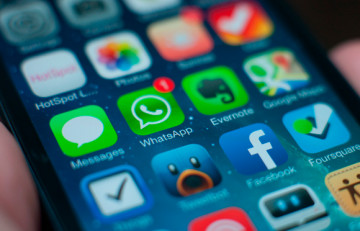 Missatge de WhatsApp al mòbil - Jan Persiel - Flickr CC BY-SA-2.0