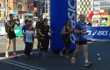 Miquel Pucurull tras superar la meta del Zurich Maratón de Barcelona 2014