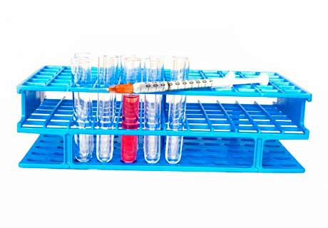 Insulina y jeringa en laboratorio - Pixabay.com - CC0