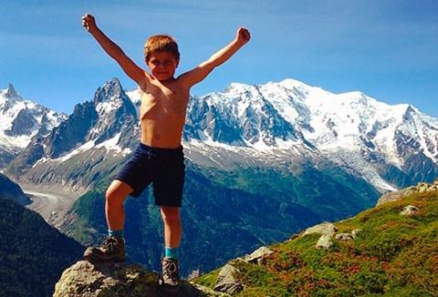 Jaume en lo alto de una cima