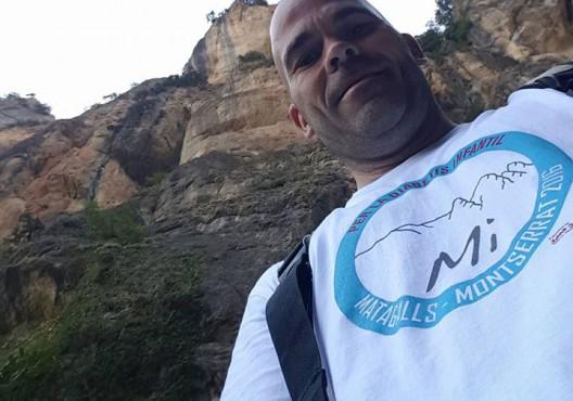 José Antonio Jiménez con la camiseta de la travesía Matagalls-Montserrat