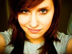 Chica confiada haciéndose un selfie - Erin Leigh Mcconell - Flickr - CC BY 2.0