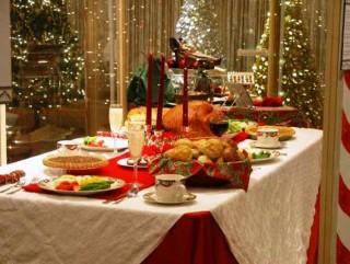 Taula de Nadal plena de menjar