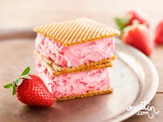Helado casero de yogur y fresas - Recetin.com