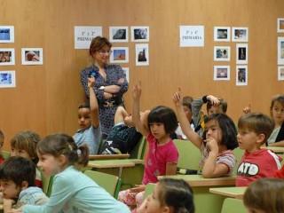 Niños en el aula levantando la mano - Flickr - Gobierno de Aragón - CC BY-NC-ND 2.0